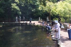 自然の中で釣りに挑戦!